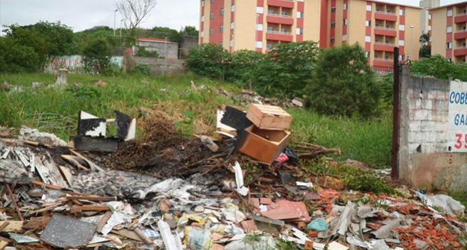 No Parque São Rafael, moradores sofrem com descaso nas ruas próximas