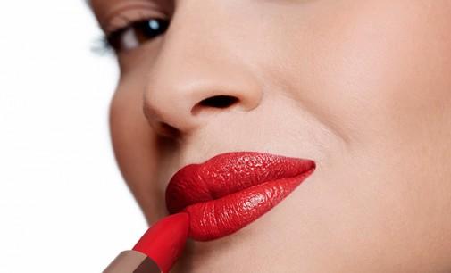Batom vermelho é a maquiagem preferida