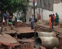 Vazamento de água dura 15 horas  no Jardim da Conquista