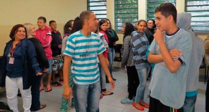 São Mateus quer mais adolescentes cuidando da saúde Projeto desenvolvido em parceria com as escolas da região propõe linguagem acessível para promover saúde e garantir direitos