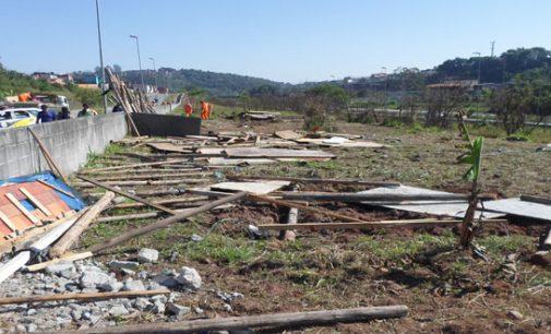 Regional remove demarcações em área pública