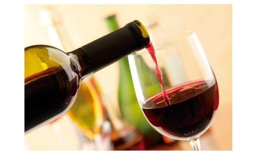 Baixo nível de álcool é bom para o cérebro, diz estudo